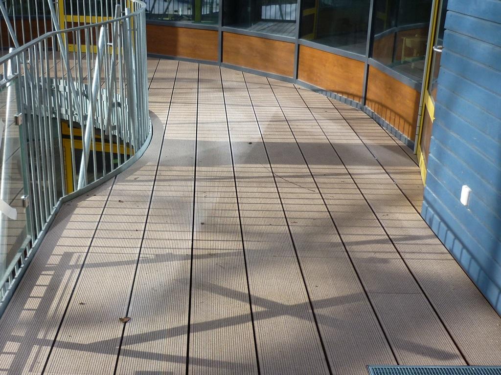 Meisterdach online Terrassenbelag mit WPC-Diele Fabr. Naturinform