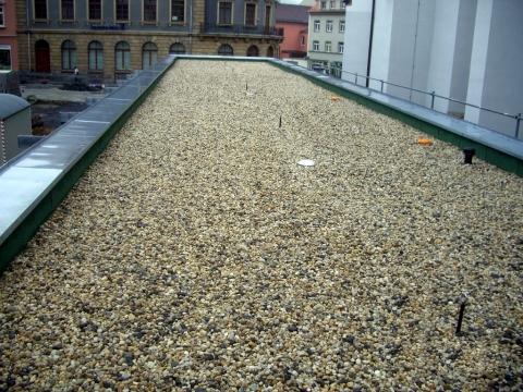 Meisterdach online Flachdach mit Bitumenabdichtung und Kiesschüttung in Kamenz